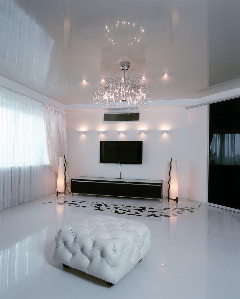 белый глянцевый потолок в гостиной реальные фото